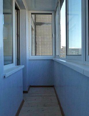 otdelka-balkona-stenovymi-panelyami-svoimi-rukami
