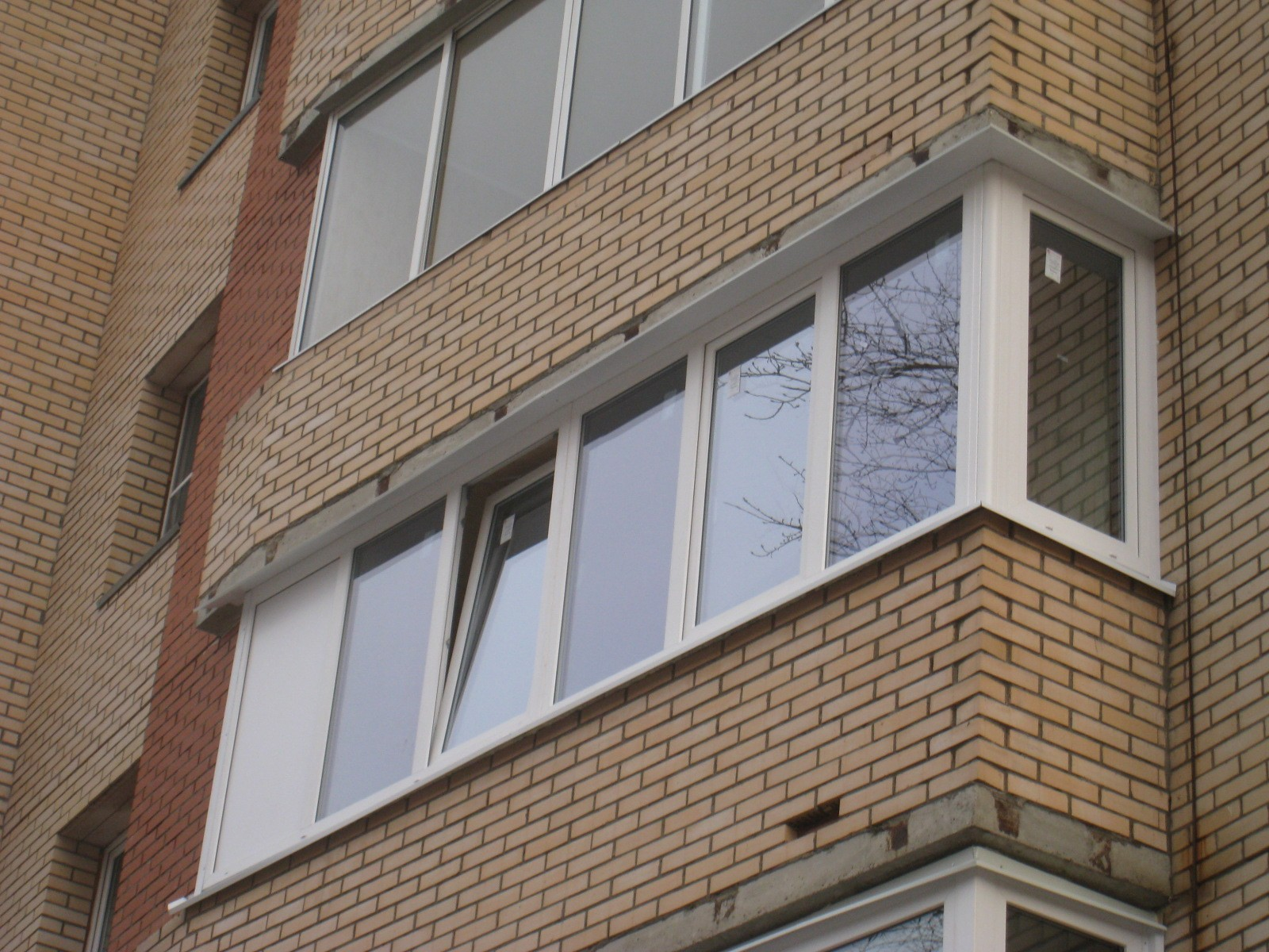 Остекление балкона в СПб  в домах типовой застройки