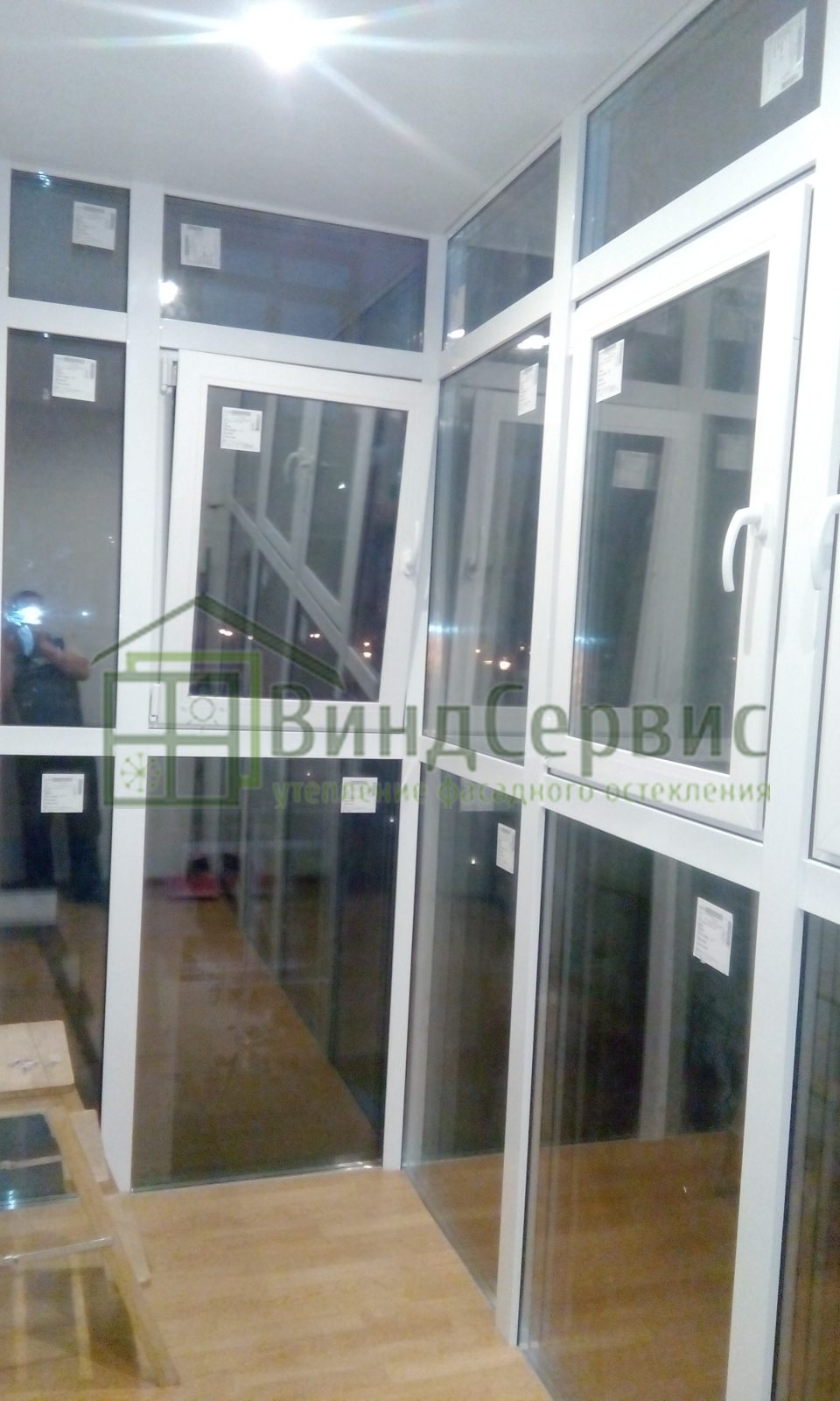 Витражное остекление балкона с отделкой. Адмирала Трибуца 7