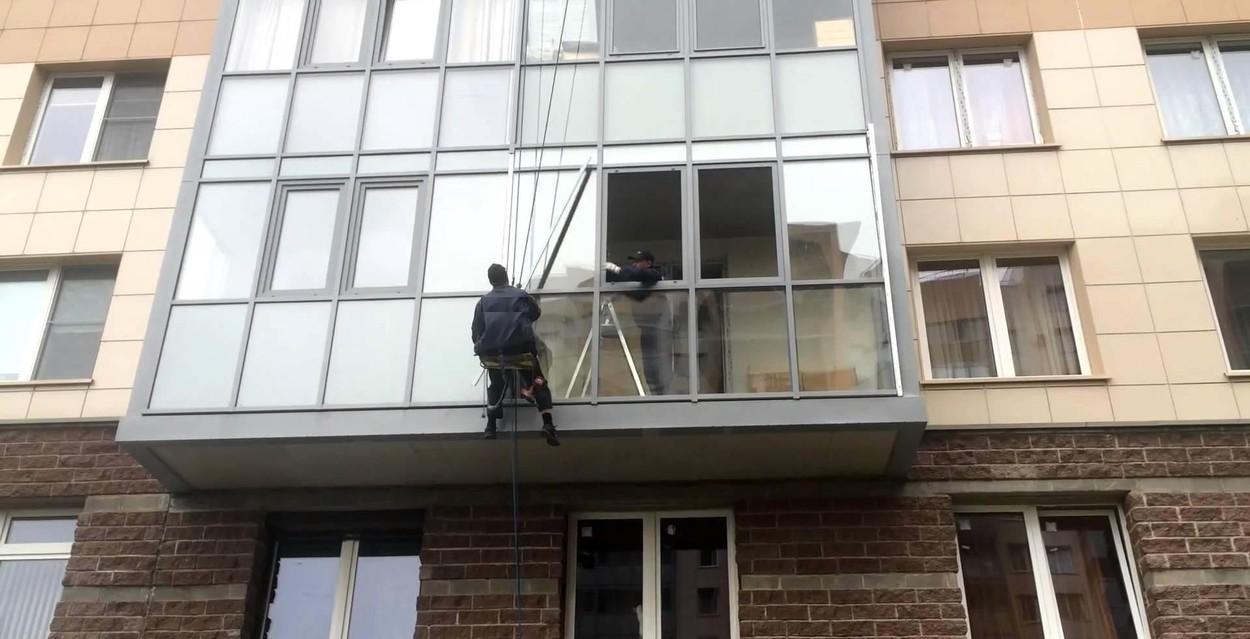 Остекление балконов в СПб монтаж