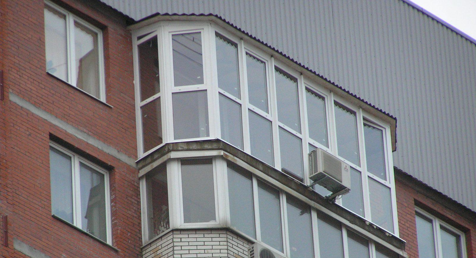 Остекление балконов с крышей: общие рекомендации