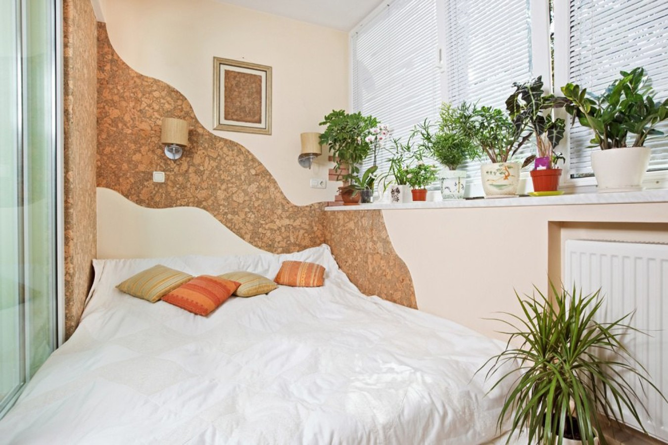 Обустройство балкона под спальню