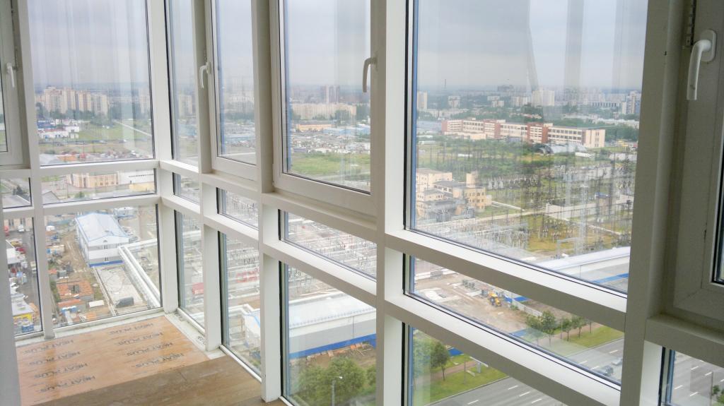 Утепление фасадного остекления балкона способом замены на теплое остекления