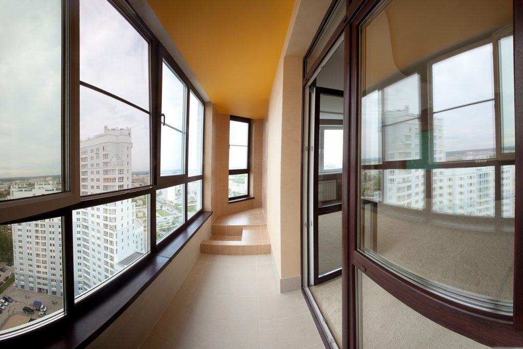 Поменять окна на балконе