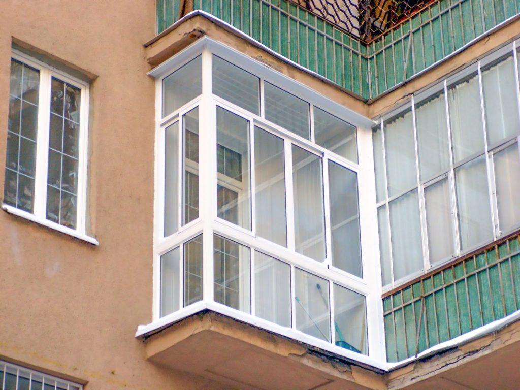 Современное остекление балкона из ПВХ
